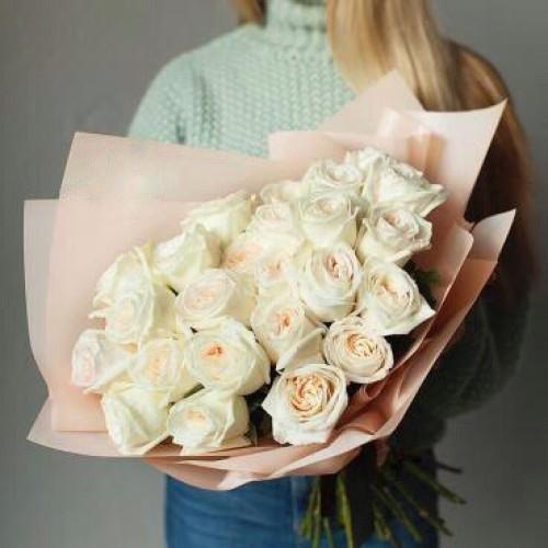 Купить на заказ Букет из 31 белой розы с доставкой в Зыряновске