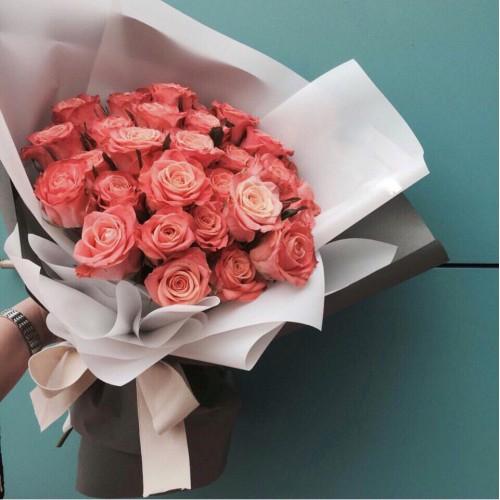 Купить на заказ Букет из 31 розовой розы с доставкой в Зыряновске