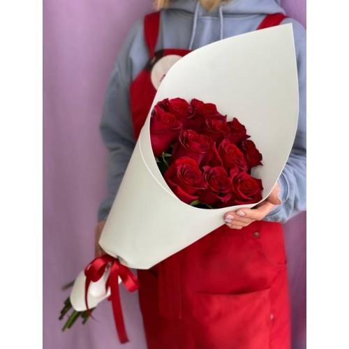 Купить на заказ Букет из 11 красных роз с доставкой в Зыряновске