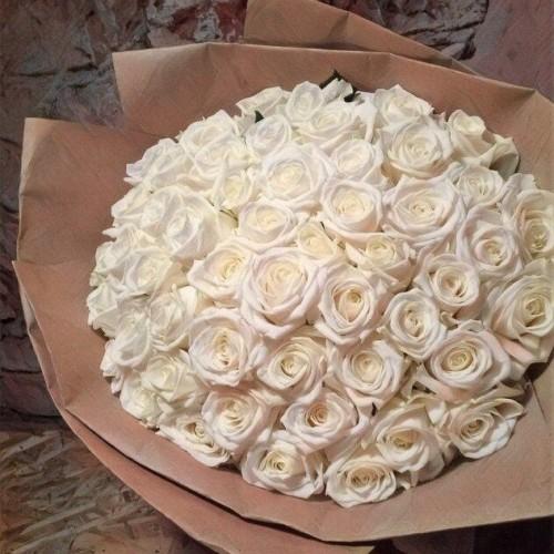 Купить на заказ Букет из 101 белой розы с доставкой в Зыряновске